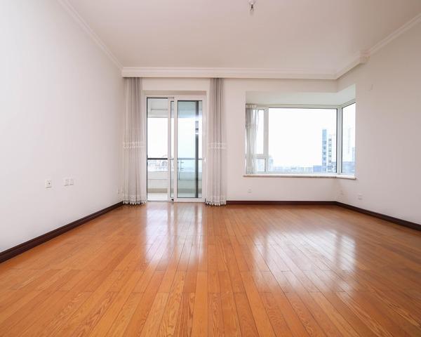 顶层大三房客厅带圆弧飘窗观景效果好地彪园林观黄浦江